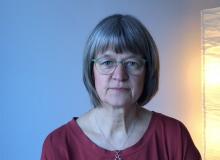 Gråhårig kvinna i glasögon, Hanne Uddling.