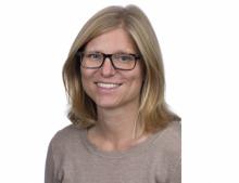 Kajsa Söderhjelm, ljushårig kvinna mot vit bakgrund. Foto: Karolinska sjukhuset