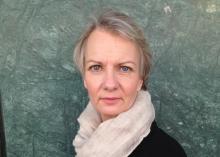 Lena Maria Nordstrand tittar in i kameran