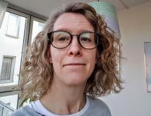 Sara Rydin, medelålders kvinna med ljust halvlångt hår och glasögon. Foto: Sara Rydin